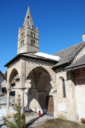 Photo : L'église des Vigneaux, son clocher et son porche